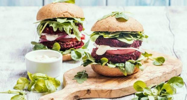 Pljeskavice bez mesa: Recept za brzinske burgere od cikle i feta sira