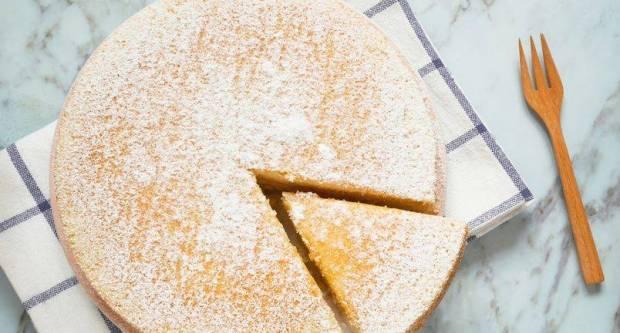 Samo 3 sastojka: Sočan, mek i lagan kolač koji samo uz čeličnu volju traje više od dana