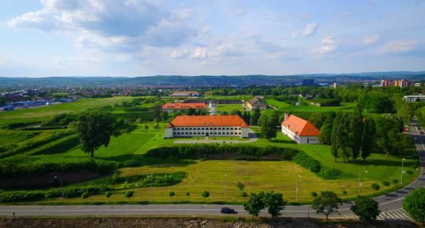 Grad Slavonski Brod nalazi se na prostoru tzv. Panonskog bazena