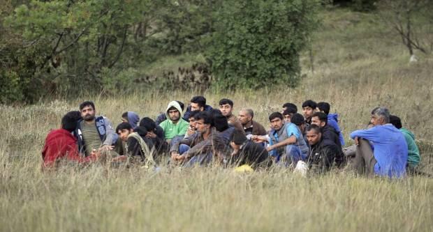 Kod Pleternice našli stotinjak migranata u kamionu, policija uhitila vozača i suvozačicu