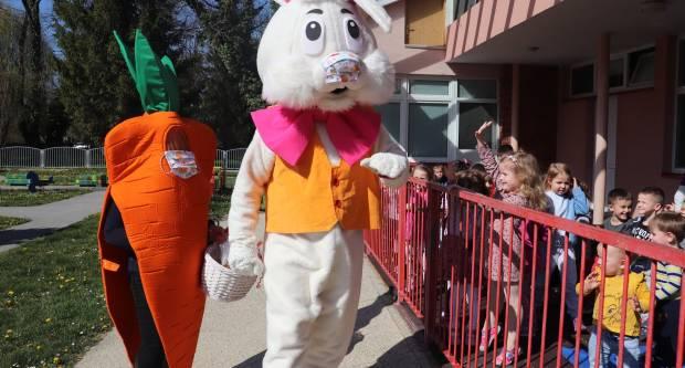 Uskrsni zec i Veeelika mrkva posjetili mališane u vrtiću u Lipiku