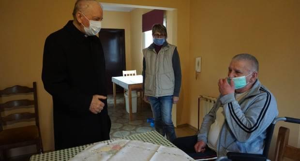 Biskup Škvorčević na Veliku subotu pohodio caritasove djelatnike i korisnike