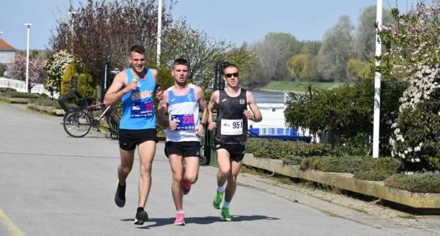 Na 17. osječkom Ferivi polumaratonu sudjelovali i trkači iz Požeštine