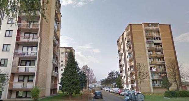 Pijan pokušao provaliti u stan u Požegi, zatekli ga policajci