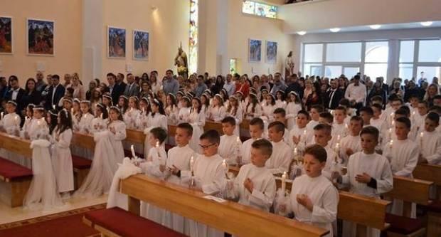 Odgađaju se krizme i pričesti: Otkazuju se po različitim pravilima, biskupi se nadaju preporukama Stožera
