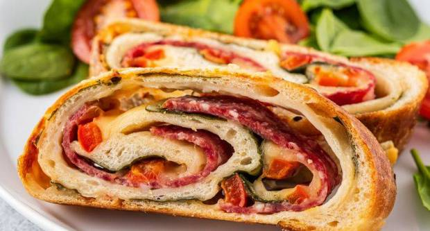 Zarolaj pa ispeci: Recept za punjeni kruh sa salamom, sirom i špinatom