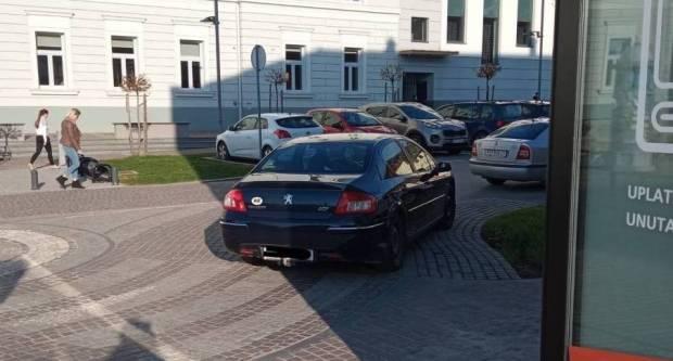 ʺOvdje se svaki dan u nekoliko navrata ovako parkira!ʺ