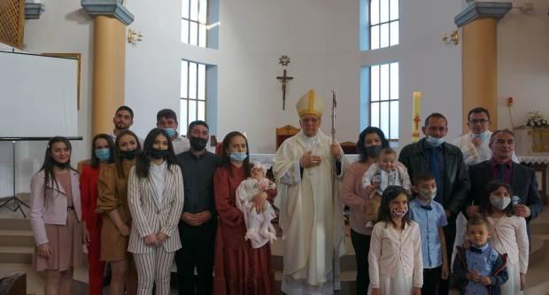 Biskup Škvorčević krstio peto dijete u dvije u obitelji