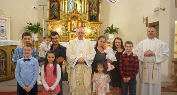 Biskup Škvorčević krstio peto i šesto dijete obitelji Lefelman