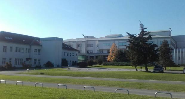 Građani tvrde da su u požeškoj bolnici popunjeni svi kreveti, iz bolnice uvjeravaju drukčije