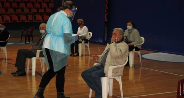 Masovno cijepljenje građana održano danas u sportskoj dvorani u Požegi