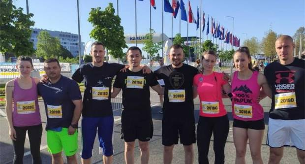 Policijski službenici PU požeško-slavonske osvojili brončane medalje na Zagrebačkom polumaratonu