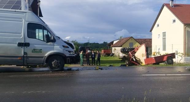 U Brestovcu sudar kombi vozila i traktora
