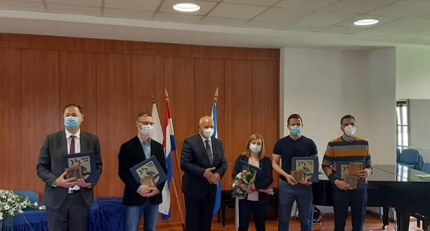 Dodijeljena javna priznanja Grada Slavonskog Broda najzaslužnijima u borbi protiv korone