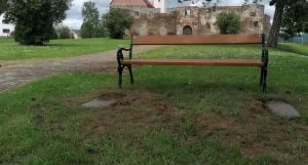 OPĆINA KAPTOL: Postavljena klupa kod Grada
