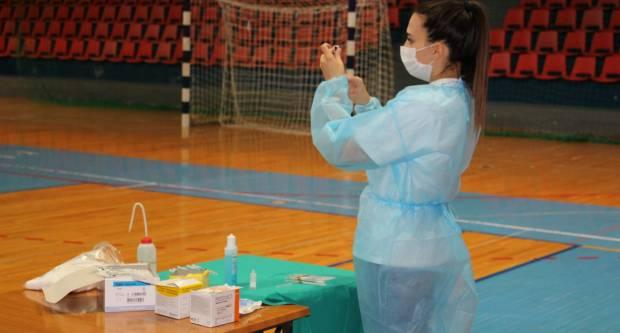 Spas za škole? U Hrvatskoj već cijepljeno 1300 tinejdžera, od jeseni će se svi cijepiti
