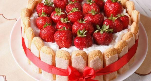 Topi se u ustima: Recept za najkremastiju tortu od jagoda