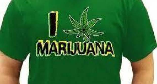 Muškarac(40) nosio majicu na kojoj je bila slika marihuane, sud ga kaznio