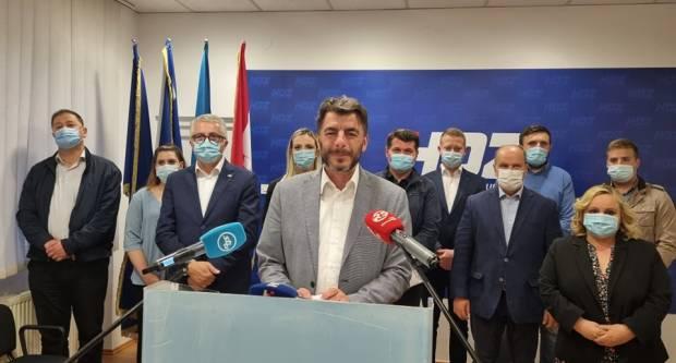 Jelić čestitao Duspari. ʺ Vraćam se u Zagreb na privremeni rad, kroz svoj posao pomagat ću Slavonskom Broduʺ