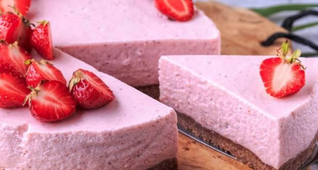 Cheesecake s jagodama: Recept za prefinu tortu od sira koja se ne peče