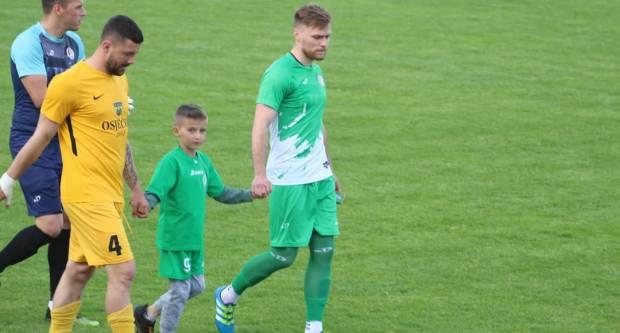 Sin nedavno preminulog Krune Petrovića izveo početni udarac na utakmici s Vihorom