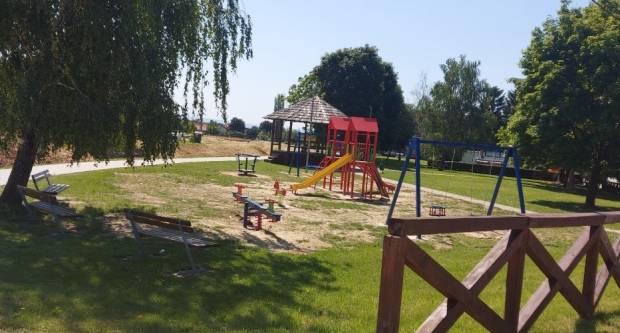 Velički klinci uživaju u novom dječjem igralištu s više sadržaja