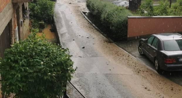 Jaka kiša donijela probleme Požežanima :Kroz Ulicu Svetog Duha teče mali potok, u Vidovcima opet kaos