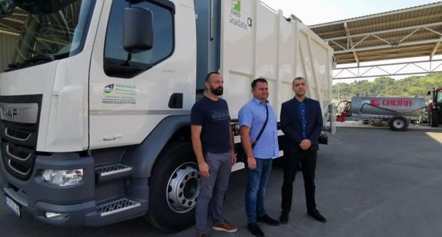 Komunalac nabavio novo vozilo za prikupljanje miješanog komunalnog otpada i biootpada
