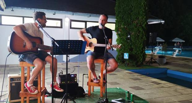 Nešo i Peđa nastupili na prvoj ljetnoj glazbenoj večeri na Bazenima Lipik