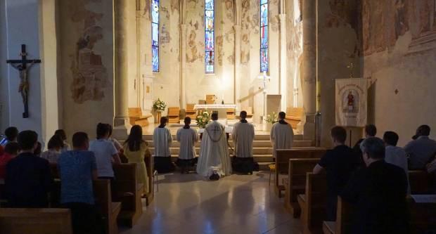 Molitveno bdijenje uoči prezbiterskog ređenja u Požegi
