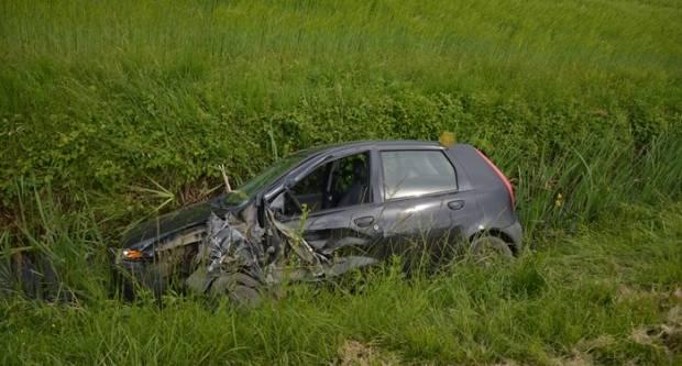 Sletio u kanal, teško ozlijeđen mladi vozač