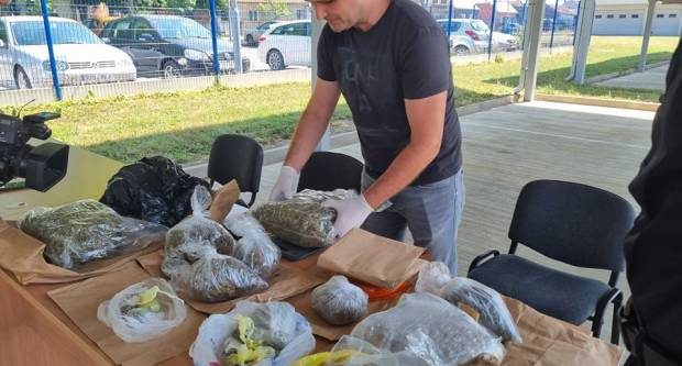 Brođanin planirao preprodaju marihuane u Sl. Brodu. Policija mu ʺupalaʺ u stan