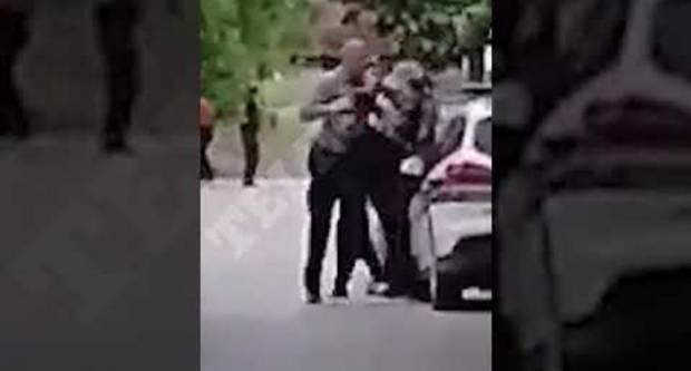 Policajac u Slavoniji šakom u glavu udario mladića zbog prometnog prekršaja