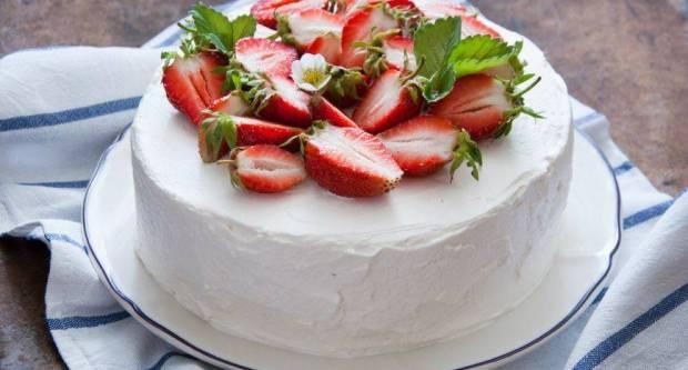 Recept za omiljeni voćni kolač koji se jede do zadnje mrvice