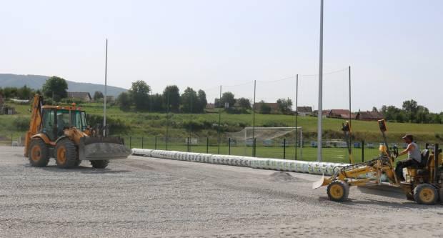PAKRAČKI GRADSKI STADION: Počinje polaganje umjetne trave