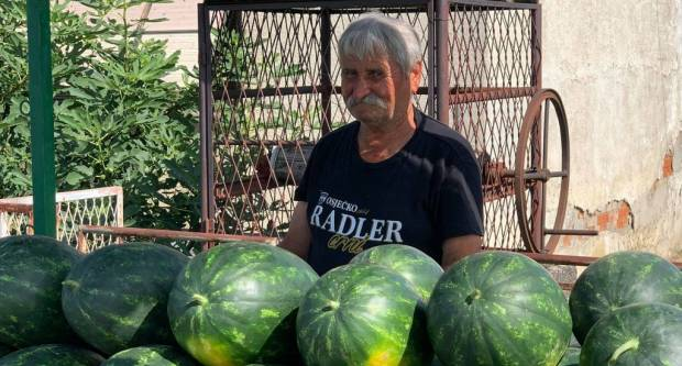 Kutjevčanima već 15 godina ovaj gospodin donosi svježe lubenice iz Kule
