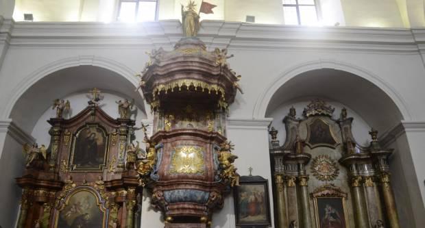 Obnovljena barokna propovjedaonica u franjevačkoj crkvi Slavonskom Brodu