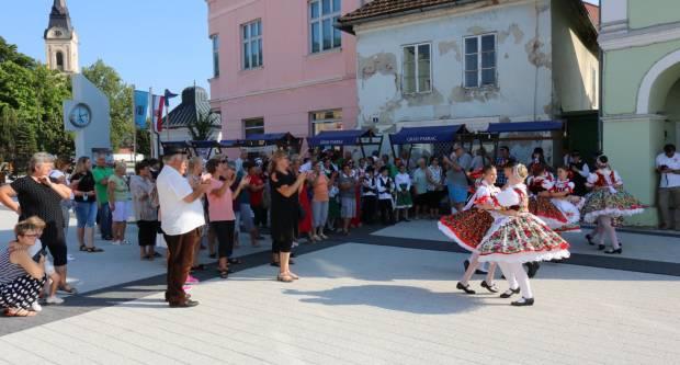 Pjesmom i plesom obilježen Dan Mađara u Pakracu