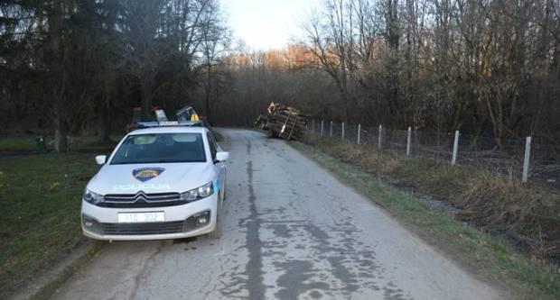 TEŠKA PROMETNA NESREĆA: Traktor se prevrnuo
