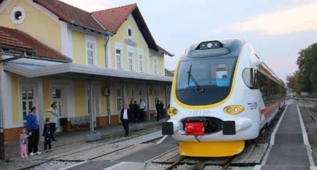 Putnici koji su putovali iz Zagreba za Požegu, ostavljeni u Novoj Kapeli-vlak ih nije čekao