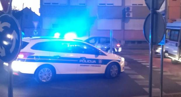 U sudaru dva osobna automobila u Arslanovcima, lakše ozlijeđena 51-godišnja putnica