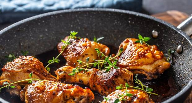 5 grešaka zbog kojih piletina iz tave ili pećnice nije dovoljno sočna i hrskava