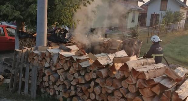 Pleternički vatrogasci rano jutros gasili požar u Gradcu