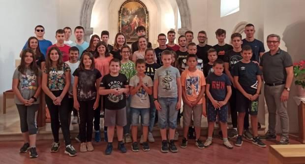 SL. BROD: Izlet ministranata i zbora mladih