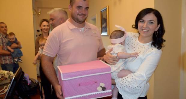 GRAD POŽEGA: Naknade za novorođene bebe roditeljima će biti uplaćene na tekuće račune