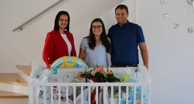 Vrijedna oprema za novorođenčad dostavljena u pet brodskih obitelji