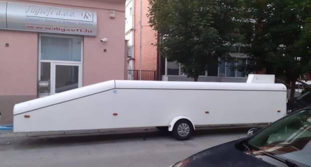 Problemi stanovnika Gajeve ulice. ʺOvo čudo zauzme četiri parkirna mjestaʺ