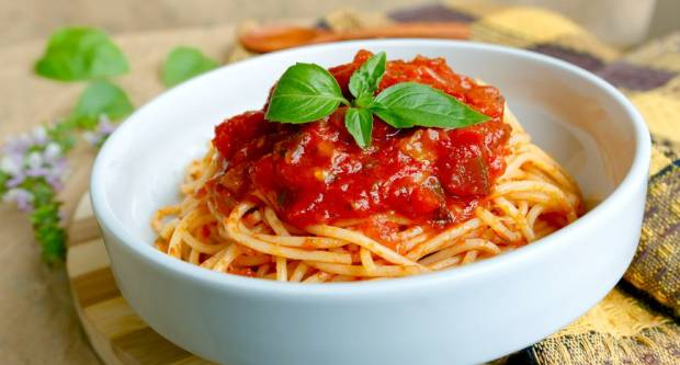Recept za špagete s umakom za pizzu gotove u 20 minuta