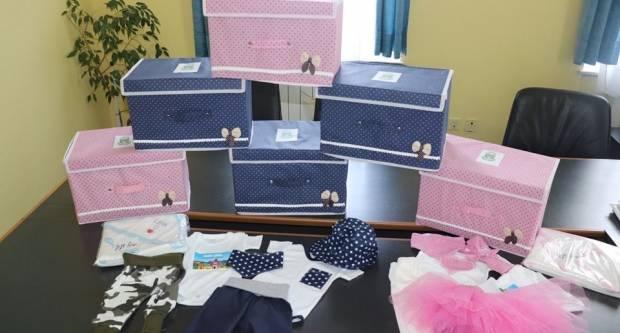 Svaka novorođena beba dobit će poklon s odjevnim predmetima proizvedenim na području Grada Lipika
