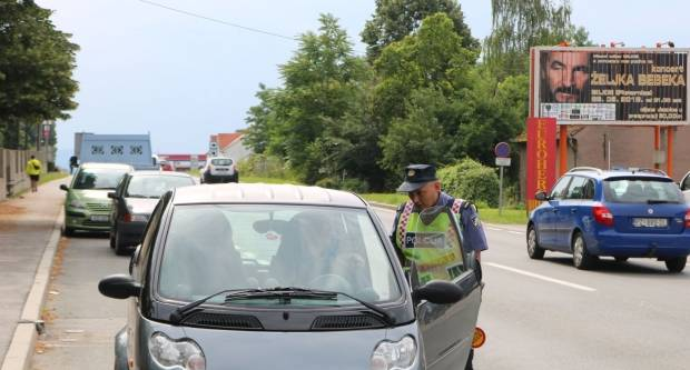 Ukupno 6 prometnih nesreća, dvojica zadržana i pojačane aktivnosti nadzora prometa
